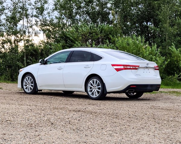 Pre-Owned 2015 Toyota Avalon LIMITED ONE OWNER TRADE IMMACULATE LOW KM